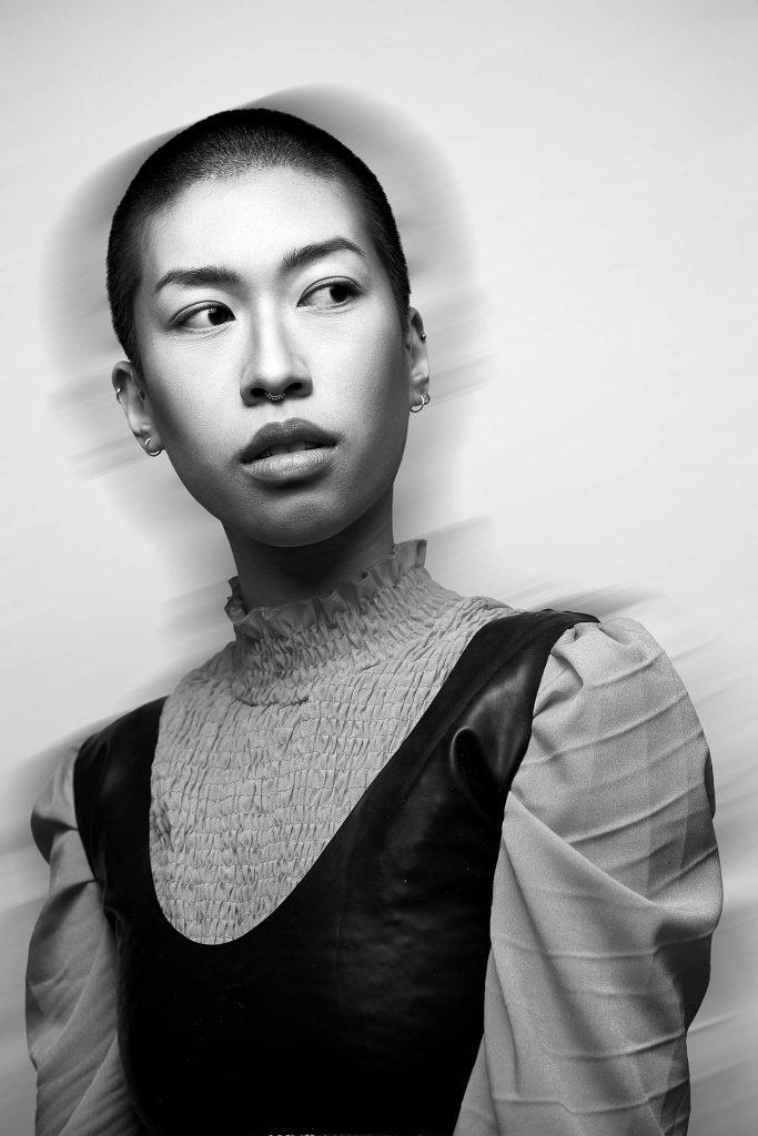 Fashion Fotografie junge Frau in schwarz-weiß