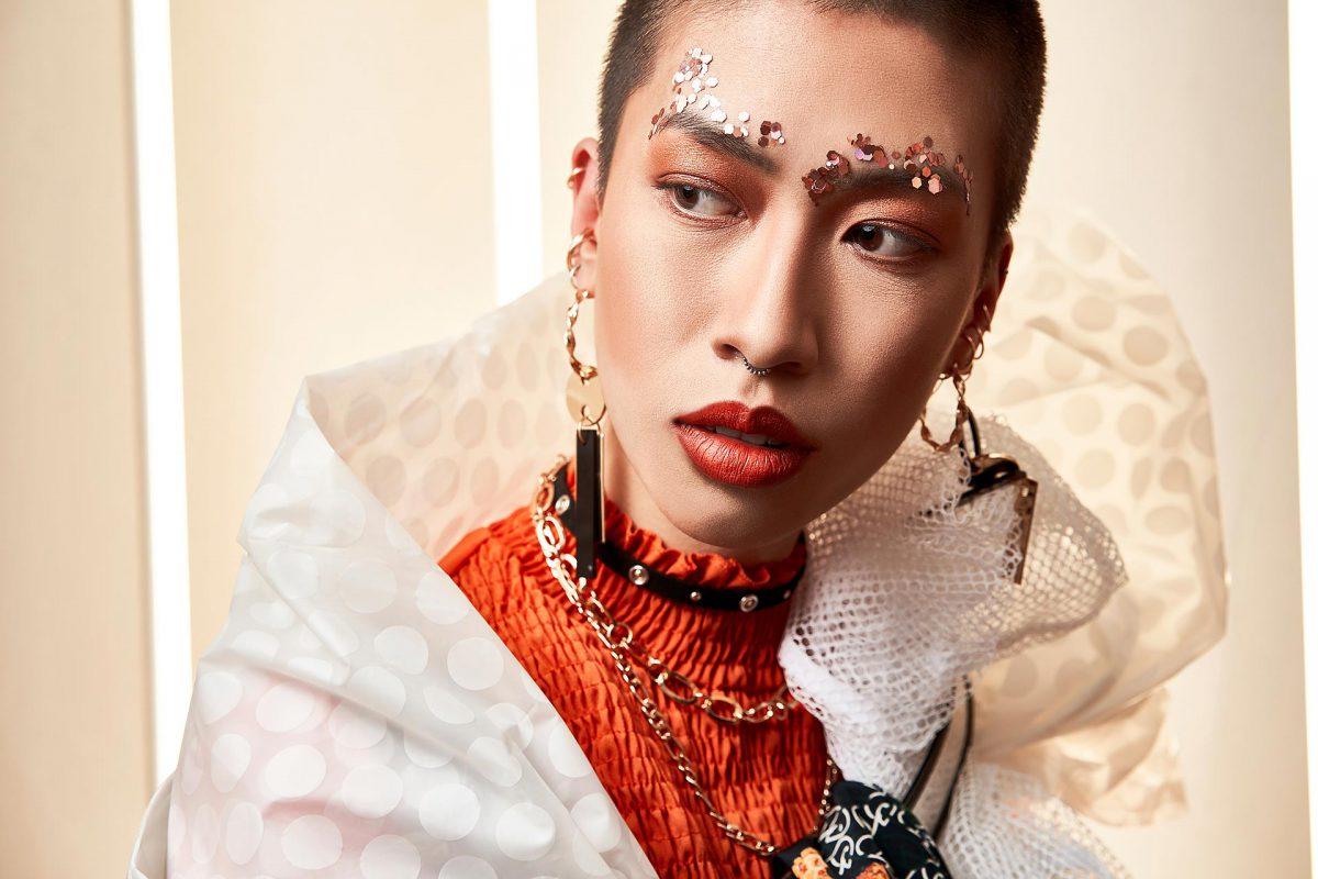 Fashion Fotografie junge Frau und grüne Blätter